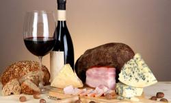 Советы старой винодельни. Как сочетать вино с сырами и какое фондю подать для ужина?