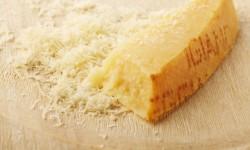 Чем заменить сыр Пармезан: бюджетные аналоги в России