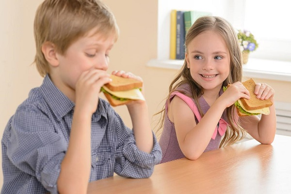 Дети с сыром