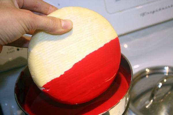 Парафинирование поверхности сыра