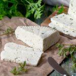 Как самостоятельно приготовить козий сыр?