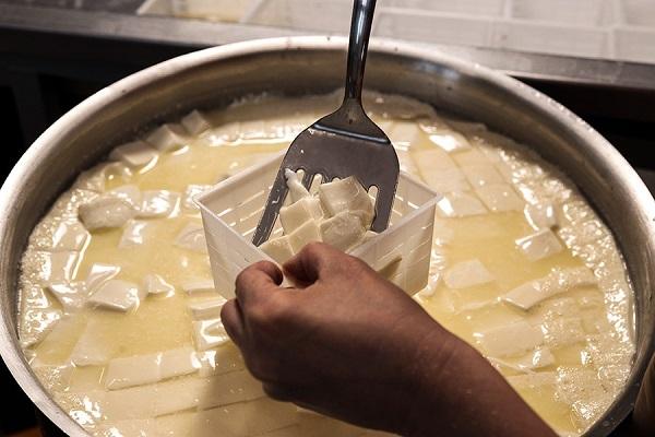 Сыр готовится